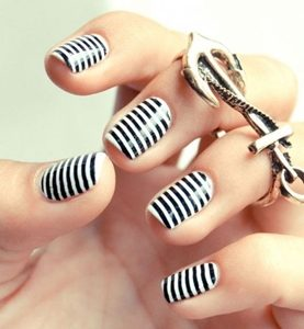 stripes short nails