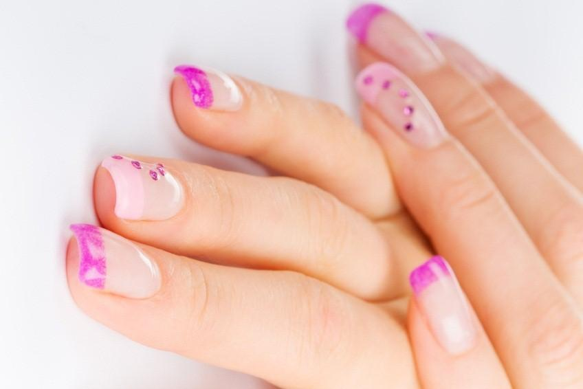 35 Pretty And Simple Nail Designs For Girls On The Go |