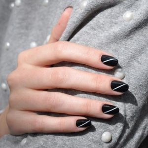 diagnal stripe mani