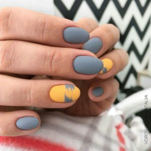 gray and yellow nails