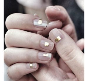 Short nails with metallic foils