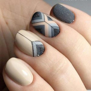 nails nude color and gray with pattern