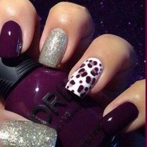 animal print nail art on accent nail