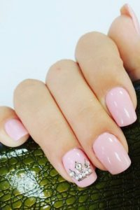 jewelled crown on accent nail with pink polish