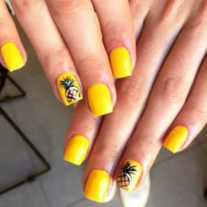 Pineapple nail art on accent nail
