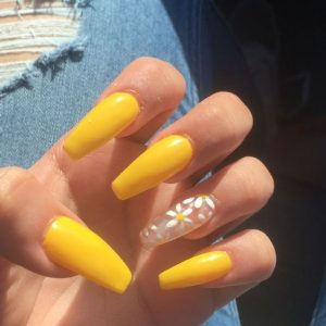 daises nail art on clear accent nail