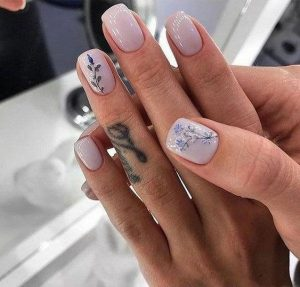 Different types of leaves on accent nails