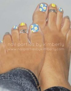 sunflower stripe pedicure