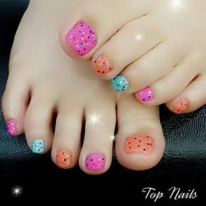 dotted colors pedicure