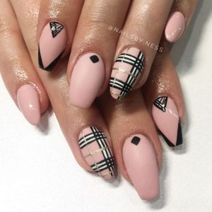 plaid accent nail