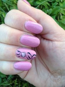 hello kitty gel nails