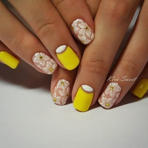 yellow short nails