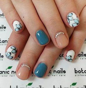 cyan short nails