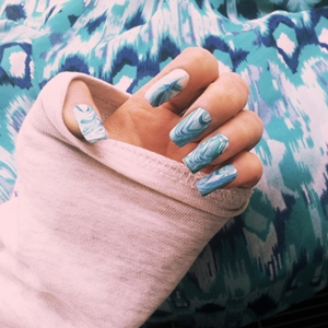 white blue marble nails
