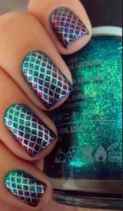 Fishnet nails