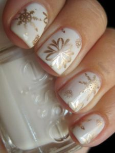 golden snowflake nails