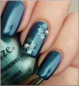 metallic snowflake nails
