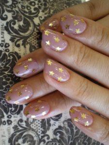gold stars nail design