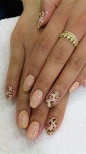 leopard beige manicure