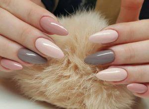 nude nad grey nails