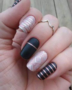 chrome nails subtle