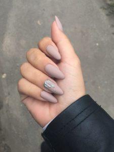 nude color splash nails