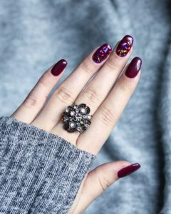 burgundy glass nails design