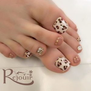 animal print on toenails