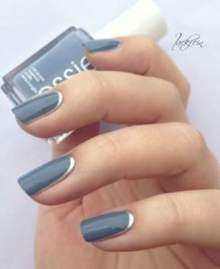 Blue and silver short nails
