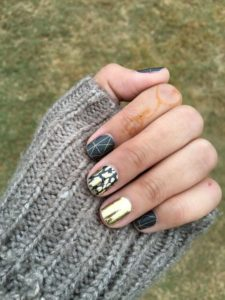Short nails in in green and gold