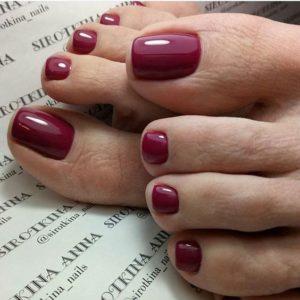 glossy maroon toenails