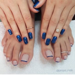 blue fingernails and nude toenails