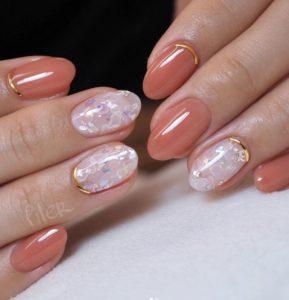 Short peachy and c-trough nail look
