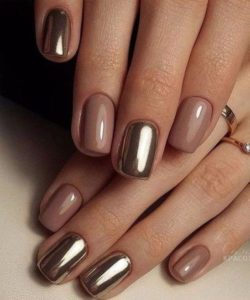 Nude and golden short nails