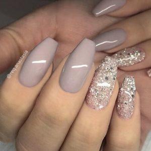Beige Glitter Nail Art