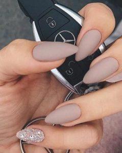 stiletto beige