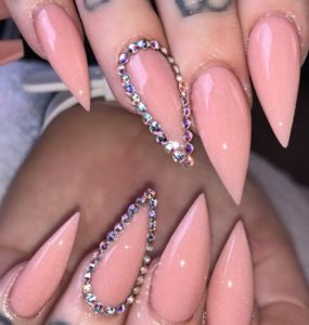 stiletto nude outlined