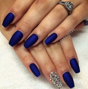 short coffin blue diamond nails