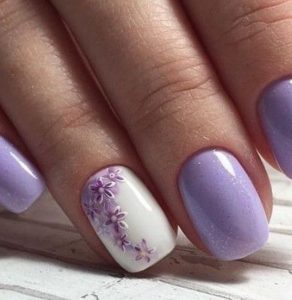 purple polish and purple flowers on accent nail