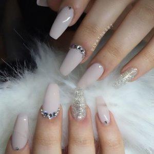 off-white Diamond Nail color
