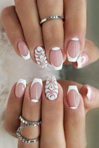 3D sparkle motif patterns on accent nail