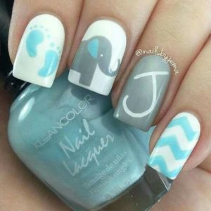 baby name initial on accent nail