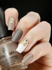 gold decor nail sticker on accent nail