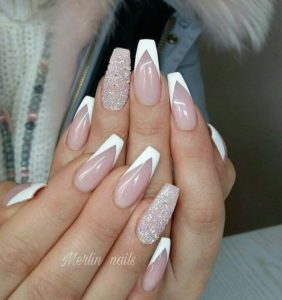 Sparkly accent nail
