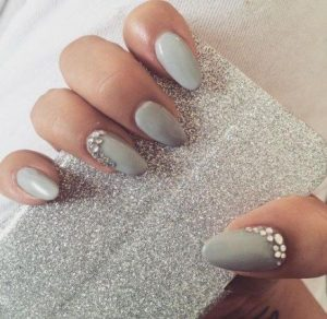 Edge of accent nail lines with rhinestones