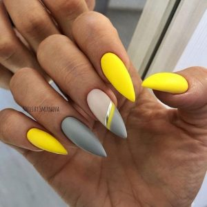 Grey accent nails