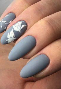 White birds nail art on accent nail