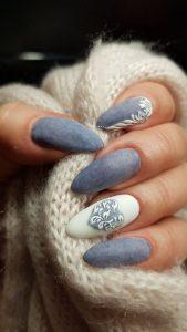 Baroque motifs on grey nail base
