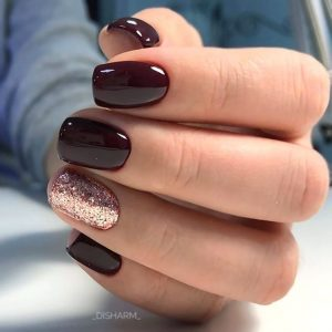 Rose gold polish on accent nail