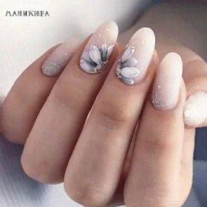 Grey floral Nail Art